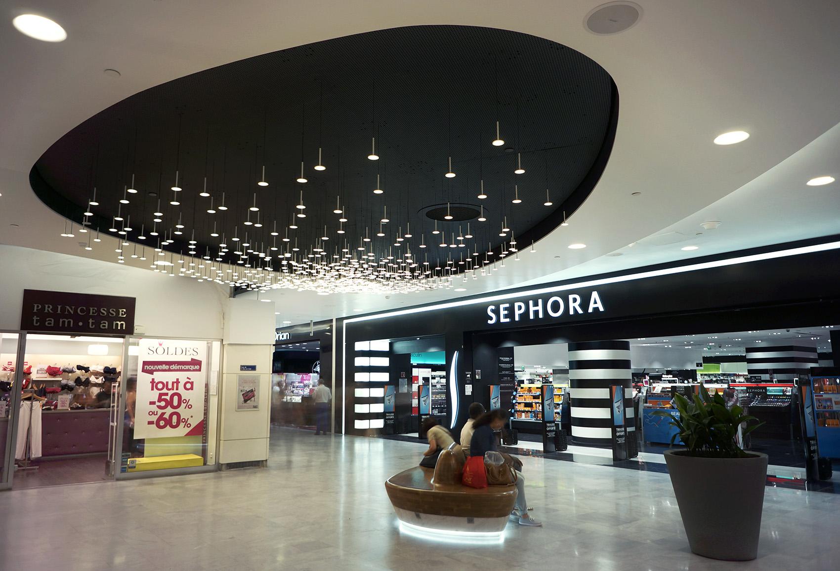 Blackbody illuminates the forum des halles in paris oled art magazine - Les halles boutiques ...